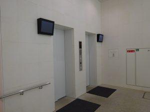1階からエントランス階までのエレベーター