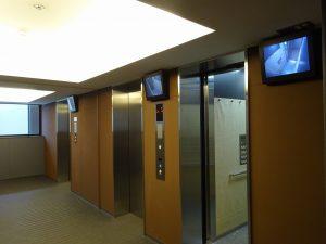 エントランス階から住戸階までのエレベーター